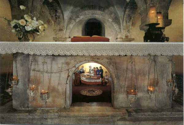 Bari-Basilica-di-San-Nicola-svjatie-grobnica