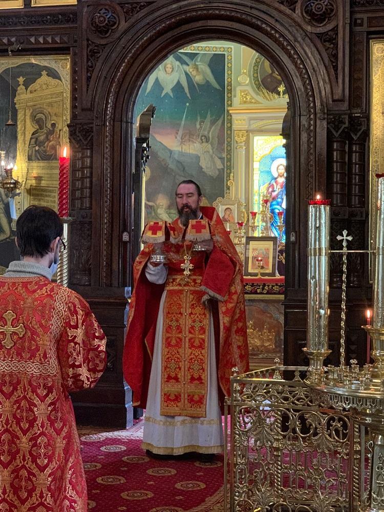Литургия на Радоницу в храме иконы Божией Матери в Марьиной Роще