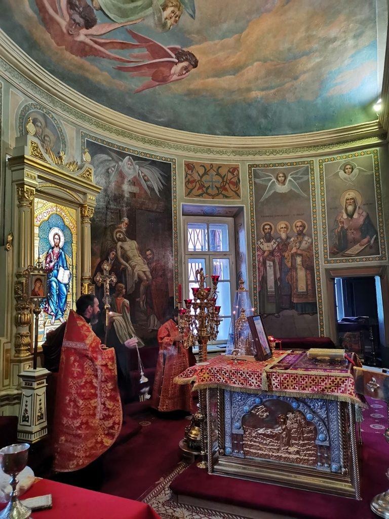 Божественная литургия в храме иконы Божией Матери Нечаянная Радость в Неделю 3-ю по Пасхе