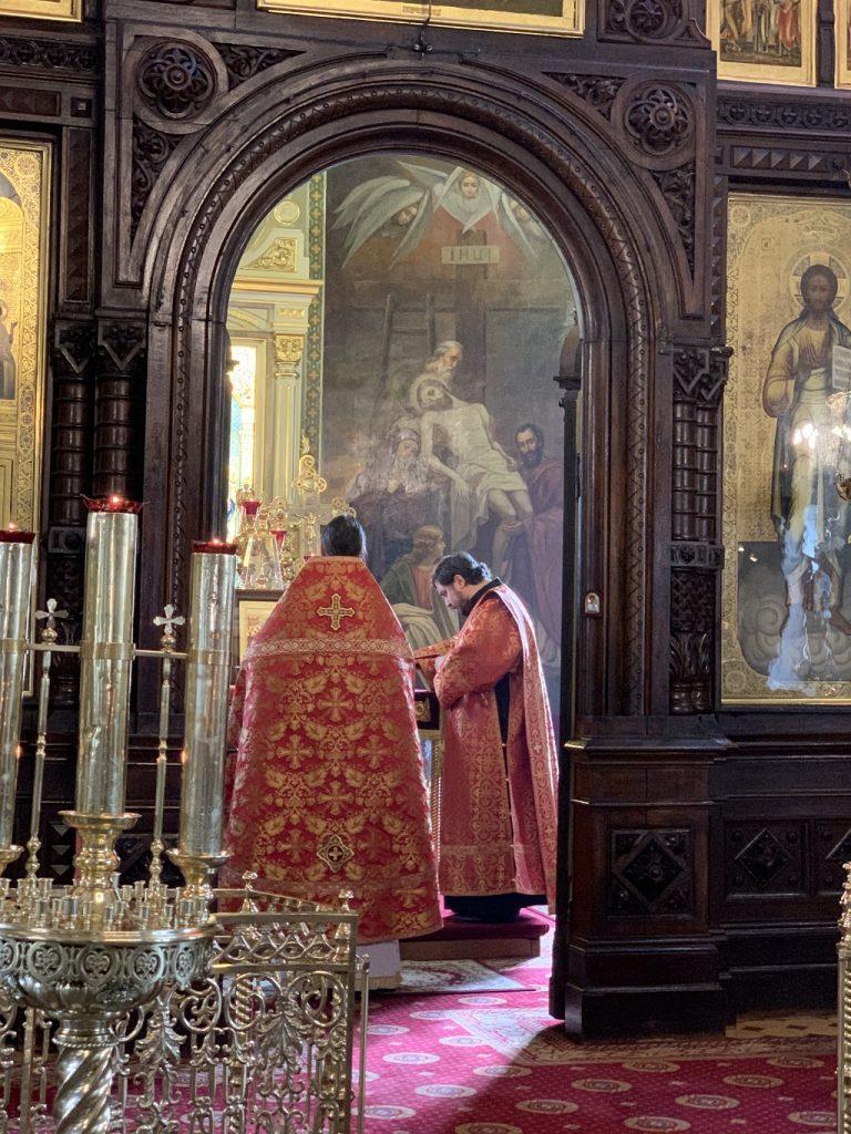 Божественная литургия в день св. жен-мироносиц