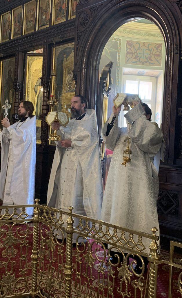 Литургия в храме на праздник Вознесение Господне